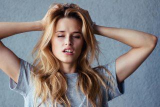 PMS症状の腹痛や気分のモヤモヤはいつから始まるの?