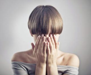肌荒れの原因は生活習慣かも……解決方法は?